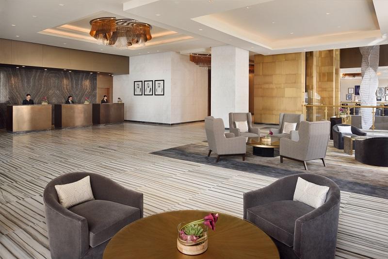 Die großzügige Lobby im Marriott Downtown Abu Dhabi