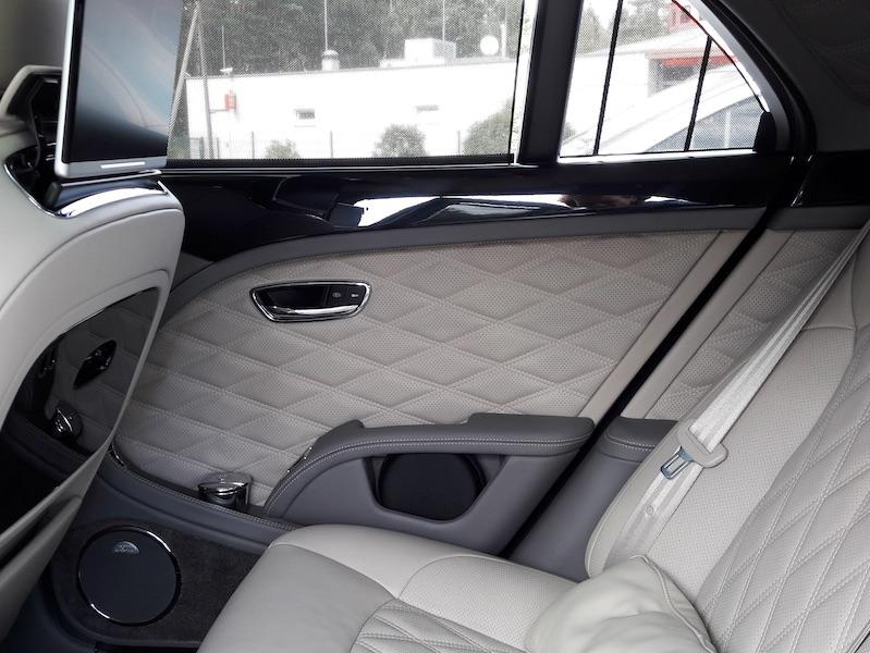 Fahrbericht Bentley Mulsanne - Typisch Bentley, das Rautenmuster im Leder. Foto: Corinna Keller