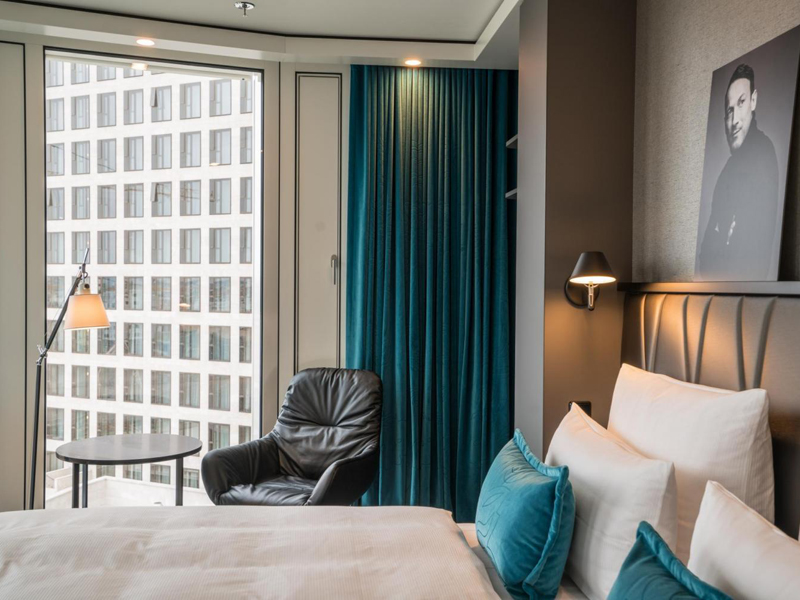 141 ausstattung motel one motel one hamburg am michel in for Innendekorateur informationen