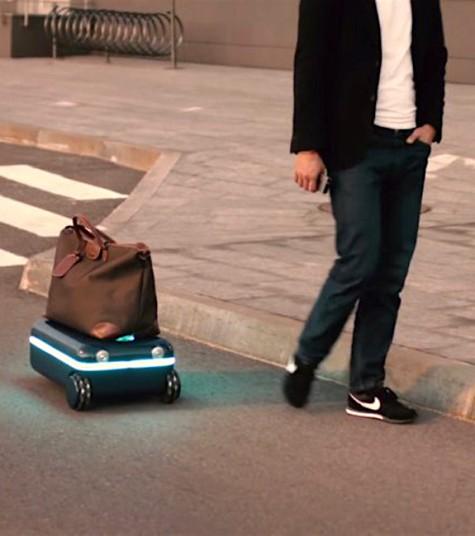 Travelmate robotics autonom fahrender Koffer