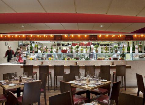 Küche in der Bar Boulud London