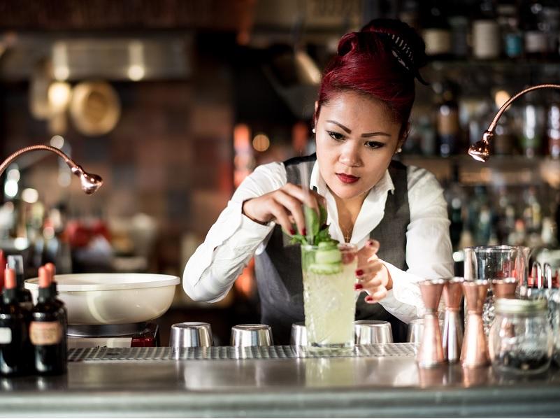 Jennifer Ann Hunziker bei der Arbeit in der Rooftop Bar